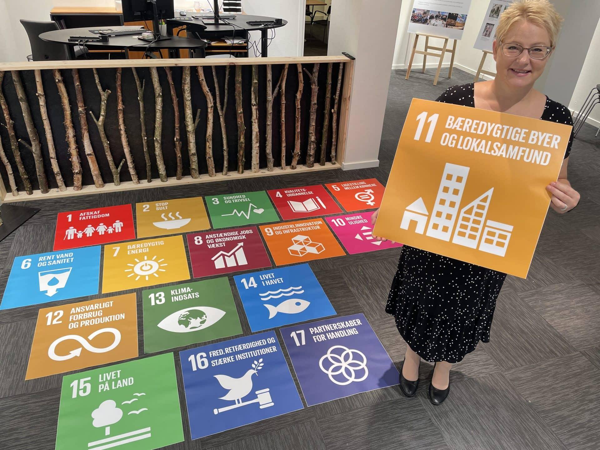 Asfalt stickers med verdensmål i Holstebro